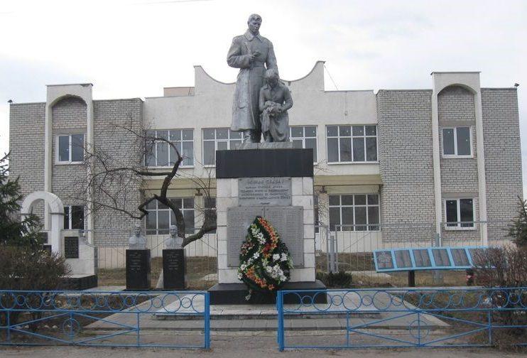 п. Безлюдовка Харьковского р-на. Общий вид братской могилы