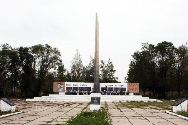 п. Глубокое Глубоковского р-на. Мемориал воинам, погибшим в годы Великой Отечественной войны.