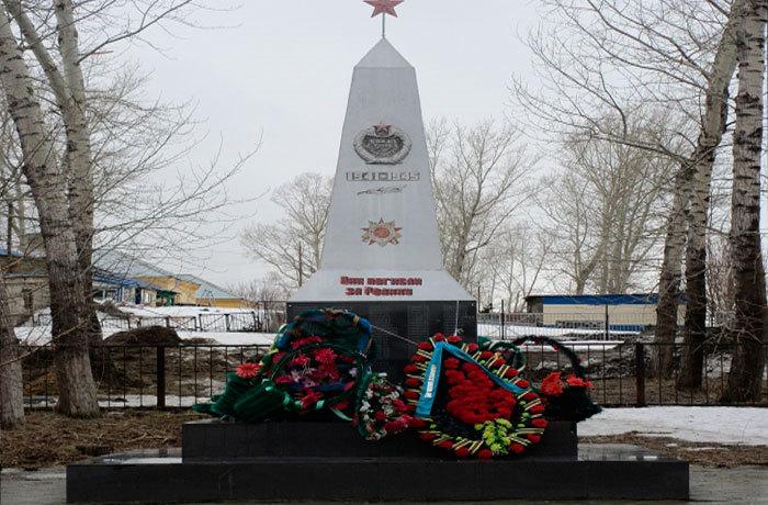с. Секисовка Глубоковского р-на. Памятник ветеранам Великой Отечественной войны.