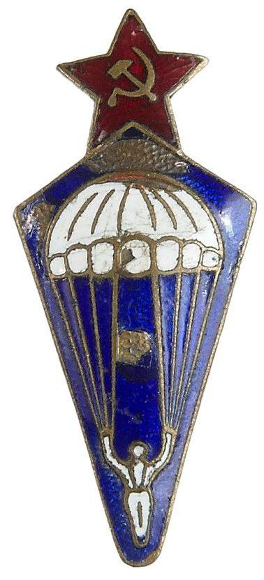 Аверс и реверс знака «Парашютист» образца 1936 года.