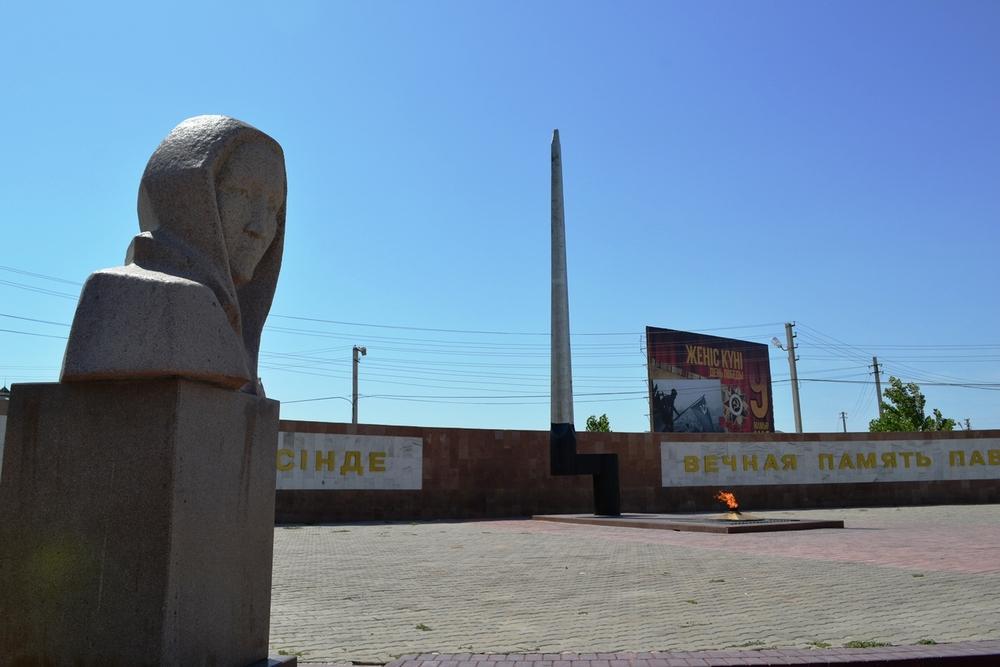 Памятник скорбящей Матери.