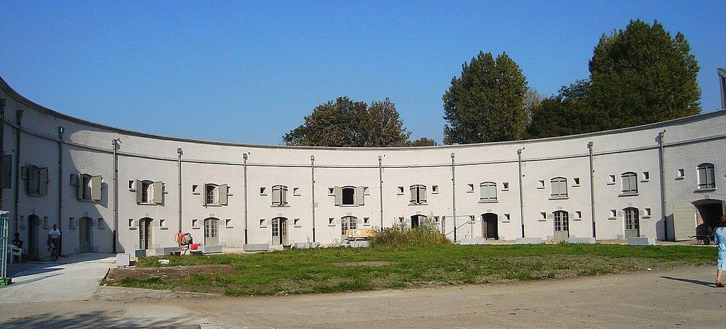 Фасад восстановленного форта.