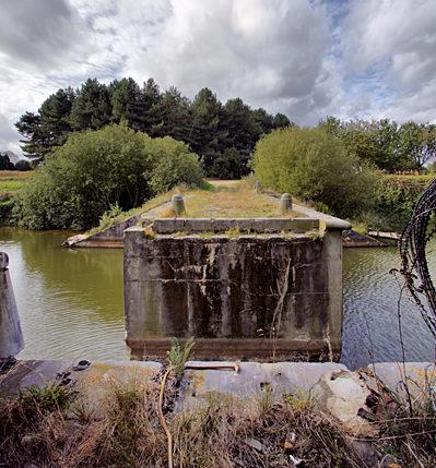 Вид на разрушенный мост форта.