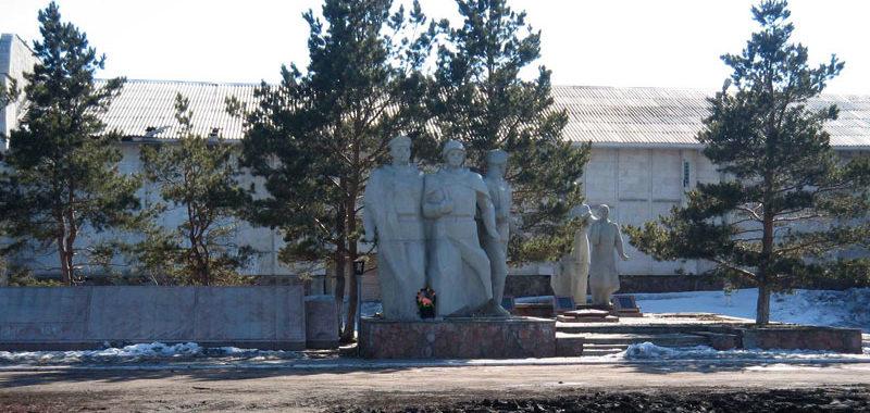 г. Акколь (Алексеевка), Аккольского района. Памятник землякам, погибшим в годы войны.