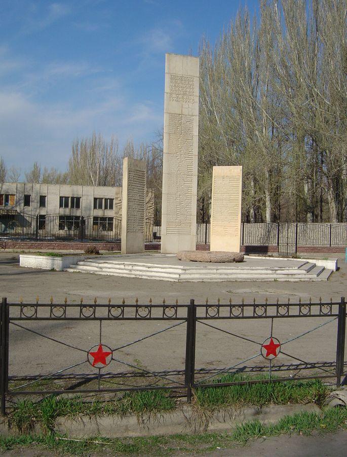 с. Байсеит Енбекшиказахского р-на. Мемориал односельчанам, погибшим в годы Великой Отечественной войны.