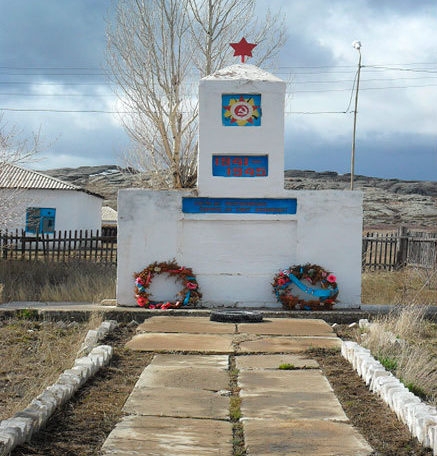 с. Аршалы Жарминского р-на. Памятник ветеранам Великой Отечественной войны.