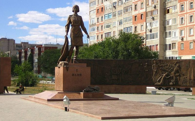 г. Актобе. Мемориальный памятный комплекс Герою Советского Союза А. Молдагуловой