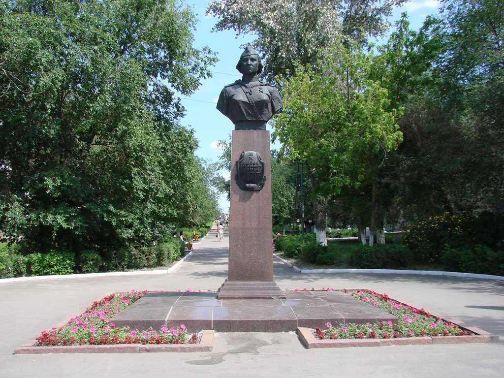 г. Актобе. Памятник Алии Молдагуловой