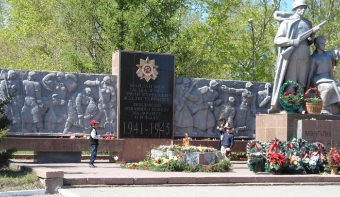г. Щучинск Бурабайского р-на. Памятник воинам, погибшим в годы войны.