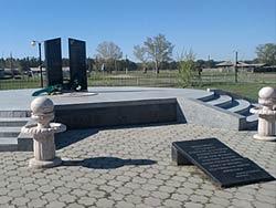 с. Бозтал Бескарагайского р-на. Памятник воинам, погибшим в годы Великой Отечественной войны.