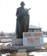 с. Долонь Бескарагайского р-на. Памятник погибшим землякам в годы Великой Отечественной войны.