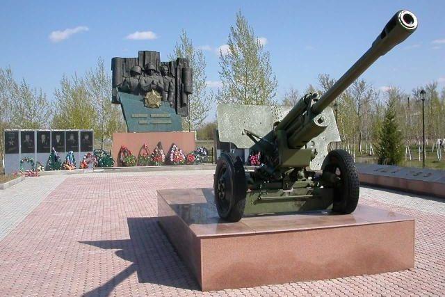с. Калбатау Жарминского р-на. Мемориал воинам, погибшим в годы Великой Отечественной войны