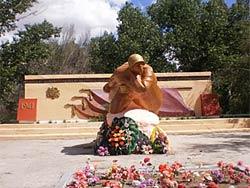 с. Канонерка Бескарагайского р-на. Памятник воинам, павшим в годы Великой Отечественной войны.