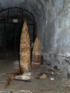 Снаряды в бомбоубежище.