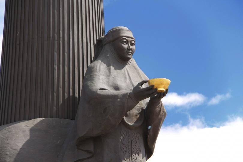Центральная фигура монумента - образ Родины-матери.