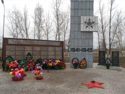 с. Малая-Владимировка Бескарагайского р-на. Памятник воинам, погибшим в годы Великой Отечественной войны.