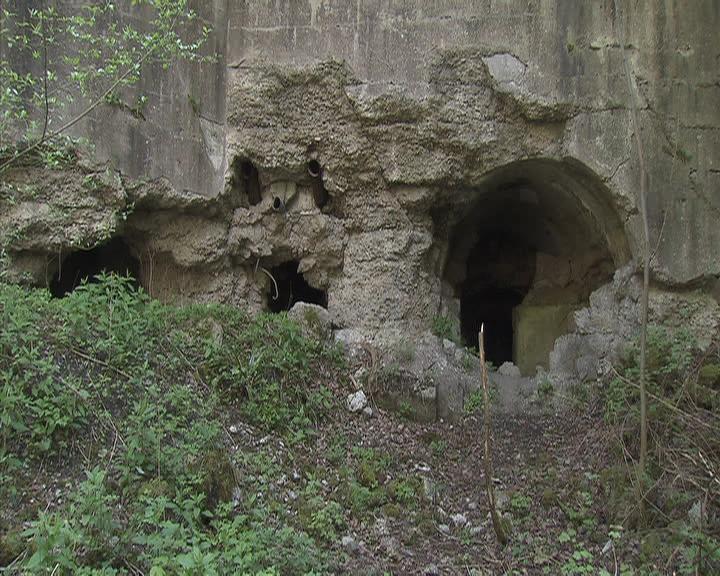 Остатки крепостной стены.