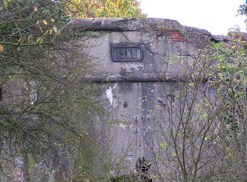Крепостная стена редута.