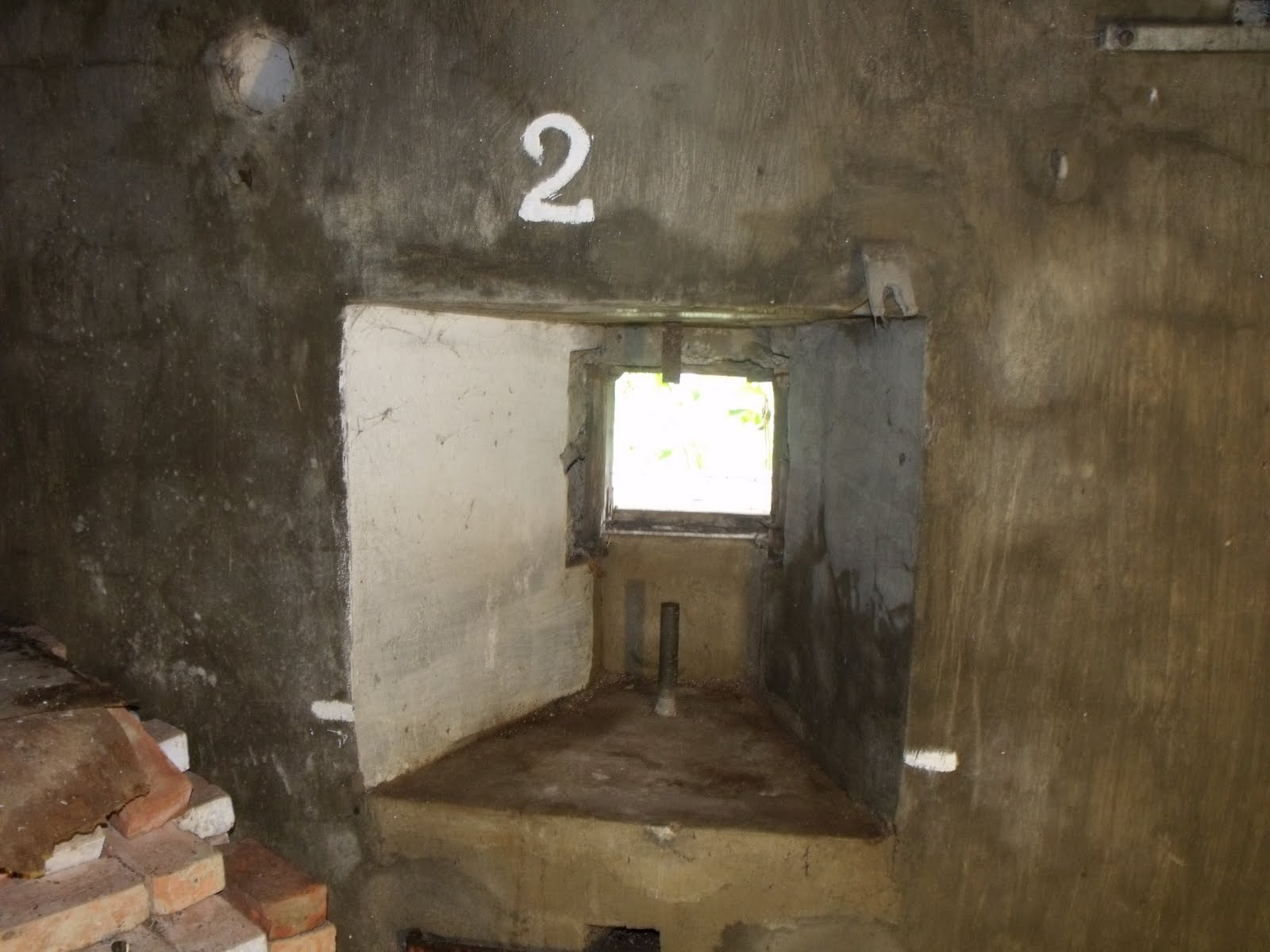 Пулеметные амбразуры бункера. Вид из внутри.