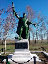 с. Зенковка Бородулихинского р-на. Монумент «Воин-победитель», установленный в 1970 году.