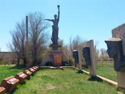 с. Коростели Бородулихинского р-на. Мемориал воинам, погибшим в годы Великой Отечественной войны, установленный в 1988 году.