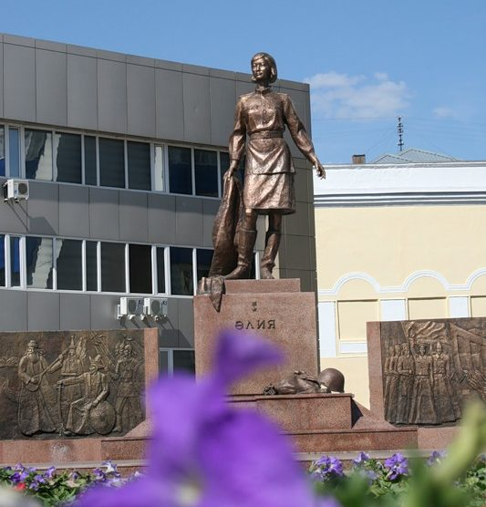 г. Астана. Памятник снайперу, Герою Советского Союза Алие Молдагуловой