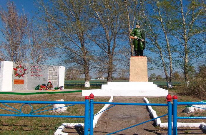 с. Степное Бородулихинского р-на. Памятник ветеранам Великой Отечественной войны.