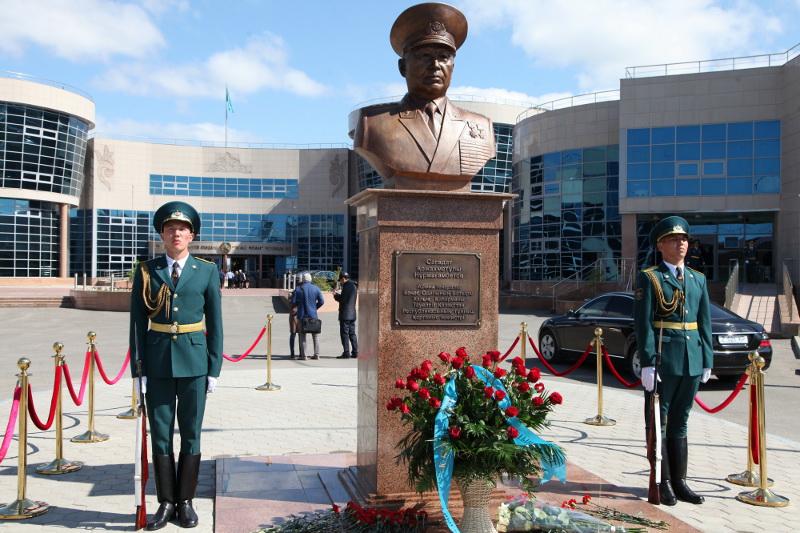 г. Астана. Бюст Герою Советского Союза Сагадату Нурмагамбетову был установлен в 2012 году.