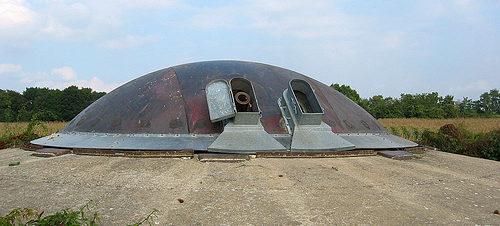 Башня спаренных 120-мм орудий с круговым сектором обстрела.