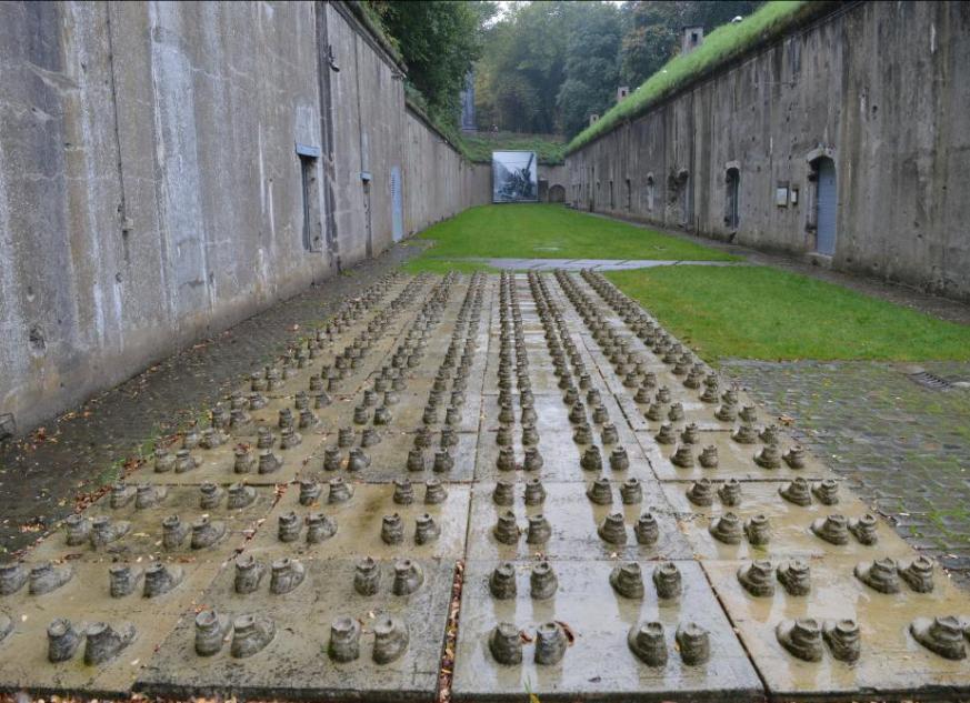 Мемориал внутри форта.