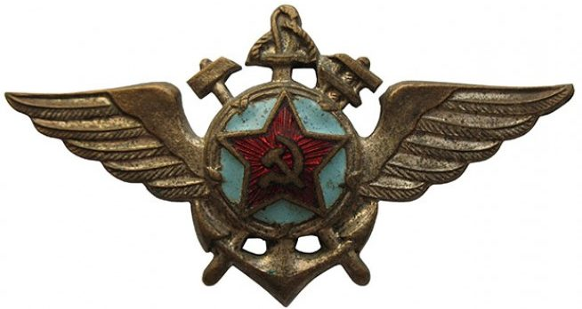 Аверс знака «Летно-технического состава» образца 1944 года.