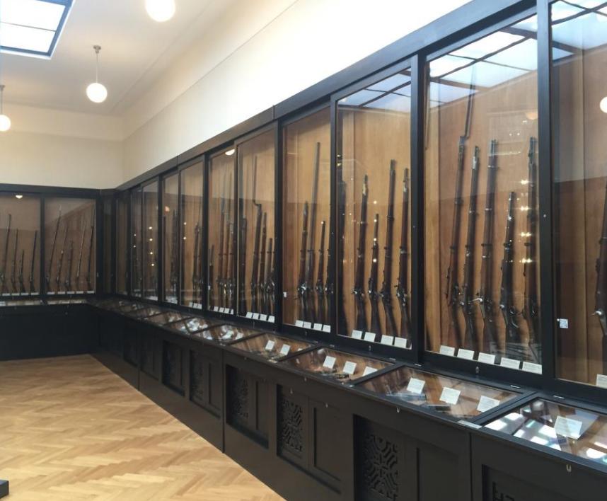 Коллекция стрелкового оружия.