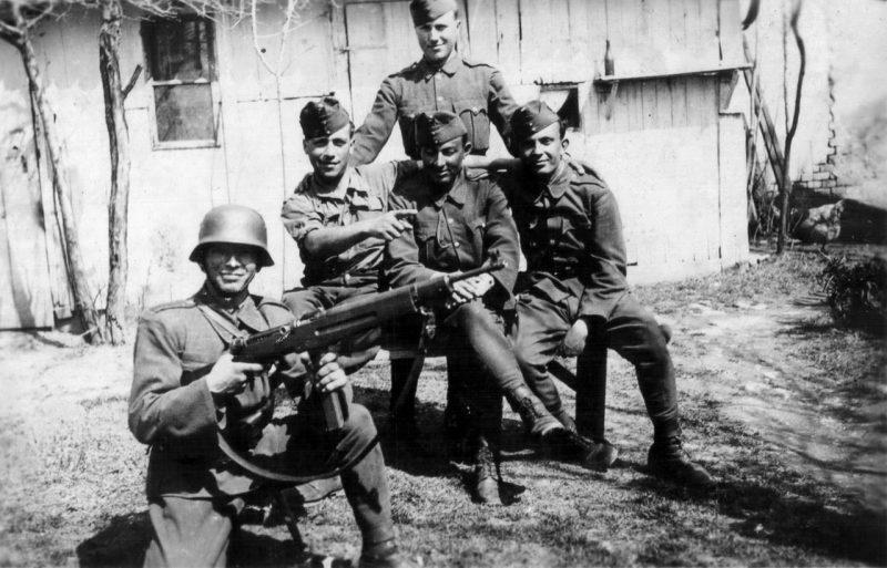 Венгерские солдаты в Карпатах. с. Волосянка, 1944 г.