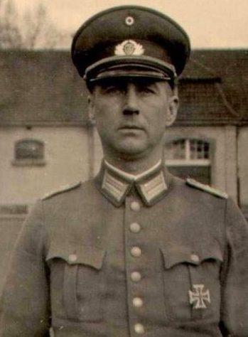 Генерал-лейтенант Курт Томс один из командиров Африканской бригады 999