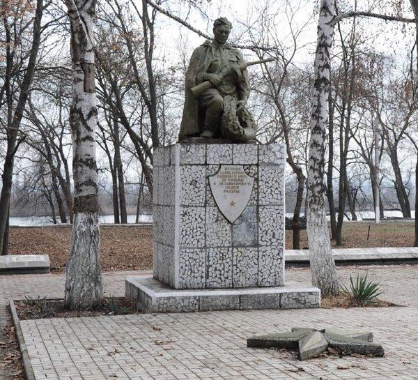 п. Новотираспольский Муниципия Тирасполь. Памятник советским воинам, погибшим в годы войны
