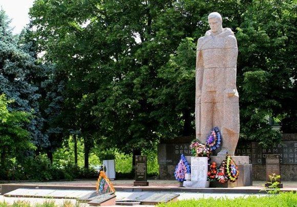 г. Криуляны. Памятник воинам, погибшим в годы Великой Отечественной войны