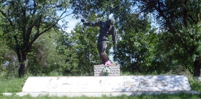 с. Оницканы Криулянского р-на. Памятник односельчанам, павшим в годы