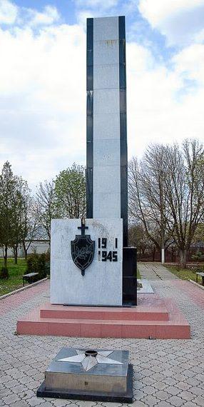 с. Гура Быкулуй. Новоаненского р-на. Мемориал на братской могиле, в которой захоронено 504 воина, погибших в боях за освобождение села