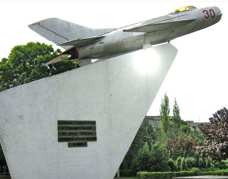 г. Тирасполь. В 1985 году в районе Колкотовая Балка был открыт памятник воинам-авиаторам, лётчикам 17-ой воздушной армии, освобождавшей Тирасполь в составе 3-го Украинского фронта. На памятном монументе установлен истребитель МиГ-19
