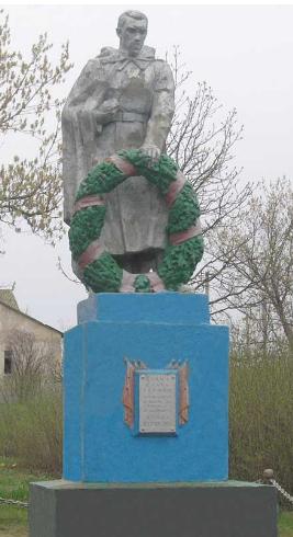 с. Кравцовка Шевченковского р-на. Памятник установлен на братской могиле, в которой похоронено 12 советских воинов