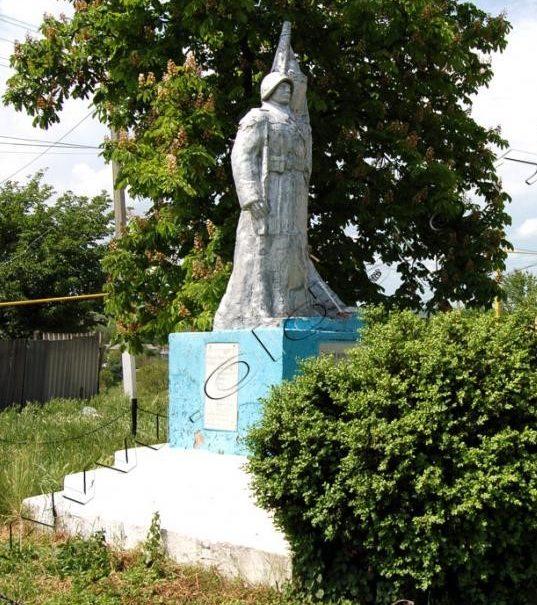 с. Бологаны Оргеевского р-на. Памятник воинам, погибшим в годы Великой Отечественной войны