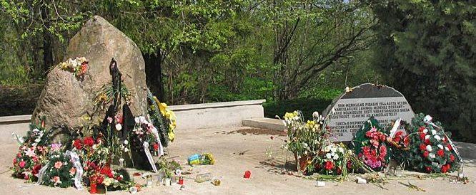 г. Нарва-Йыэсуу. Памятник погибшим морякам Мерикюлаского десанта