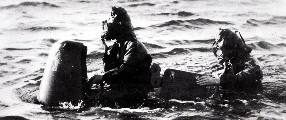 Экипаж управляемой торпеды в море