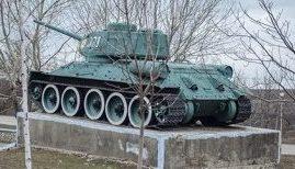 г. Комрат. Памятник танкистам- освободителям. Танк Т-34 был установлен на месте, где когда-то был подбит танк героя Советского Союза Н. Третьякова