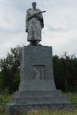 с. Аркадьевка Шевченковского р-на. Памятник установлен на братской могиле, в которой похоронено 85 советских воинов