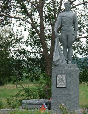 с. Ленинка Шевченковского р-на. Памятник установлен на братской могиле, в которых похоронено 15 советских воинов, погибших в годы войны