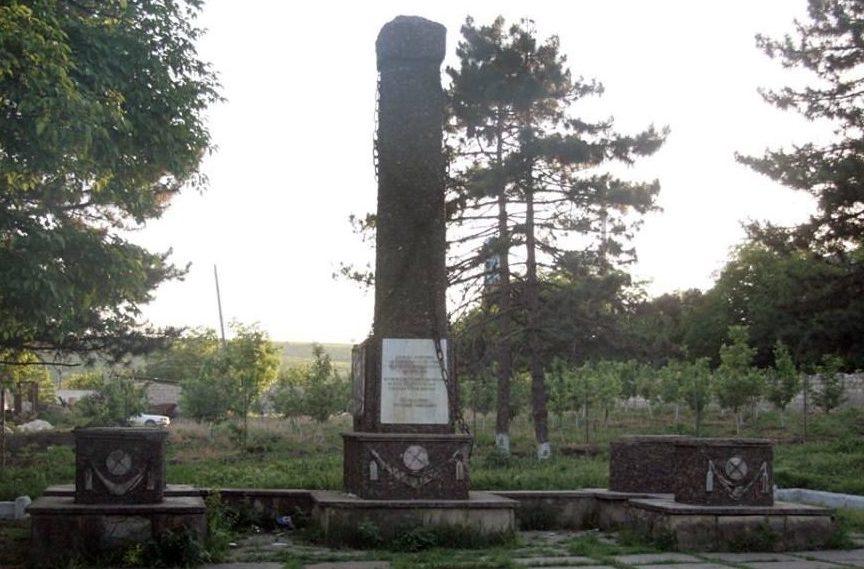 с. Пересечино Оргеевского р-на. Памятник воинам Великой Отечественной войны, демонтированный в марте 2016 года