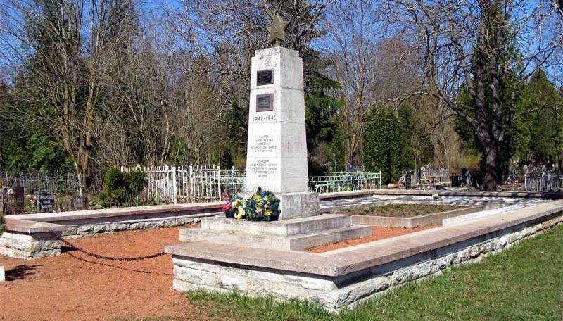 с. Синимяэ, Вайварская волость. Братская могила советских воинов, погибших в годы войны