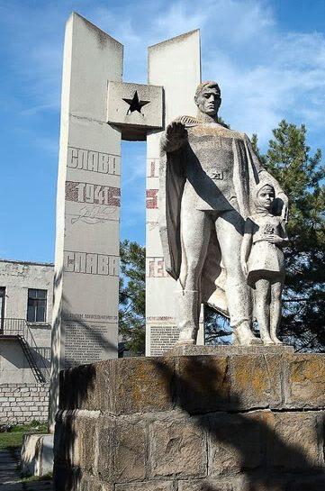 с. Пересечина Оргеевского р-на. Памятник на братской могиле