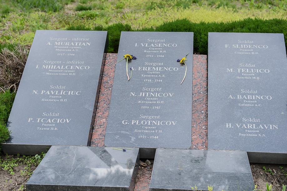 Мемориальные плиты с именами погибших